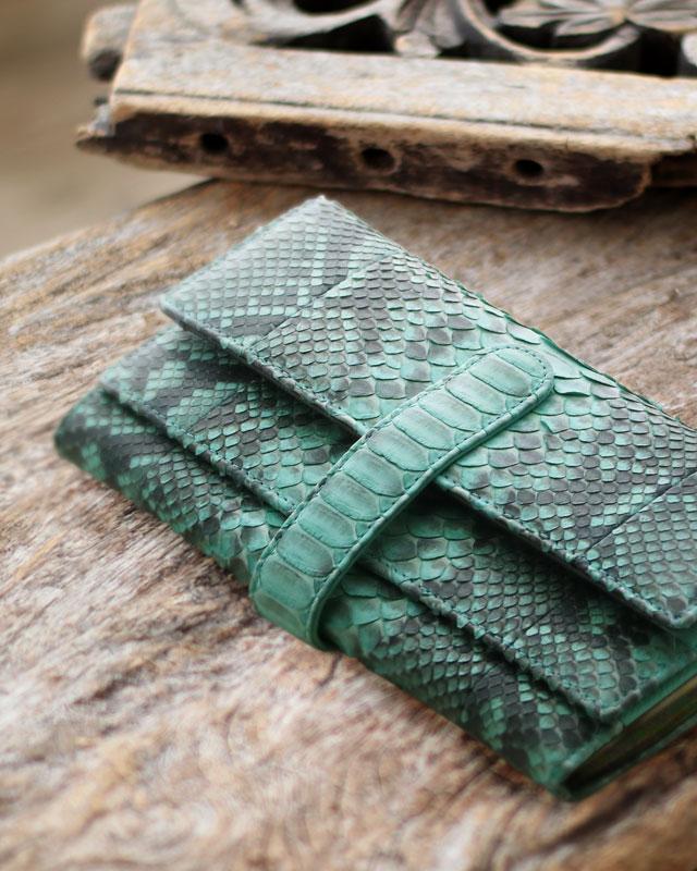 手を入れれるほどに大きく開く小銭入れのダイヤモンド パイソン ギャルソン 長財布
