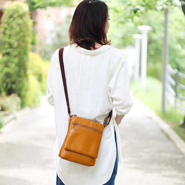 革 バッグ 雨の日 鞄 防水 ブラウン